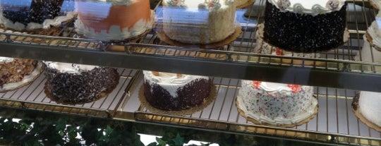 Sweet Eats Bakery is one of Diana'nın Beğendiği Mekanlar.