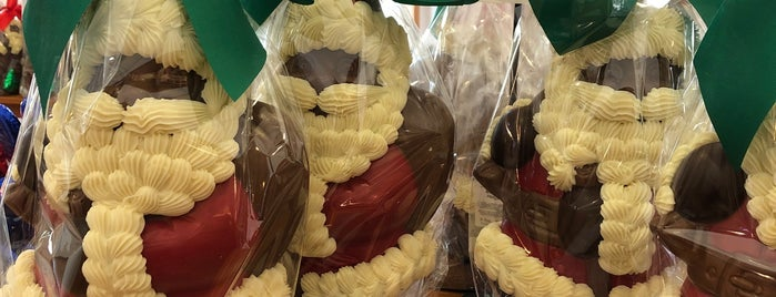 Krause's Homemade Candy Shop is one of Restaurants.