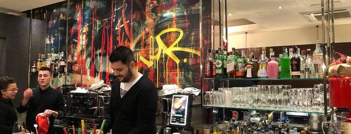 Roxy Bar is one of Tempat yang Disukai R.