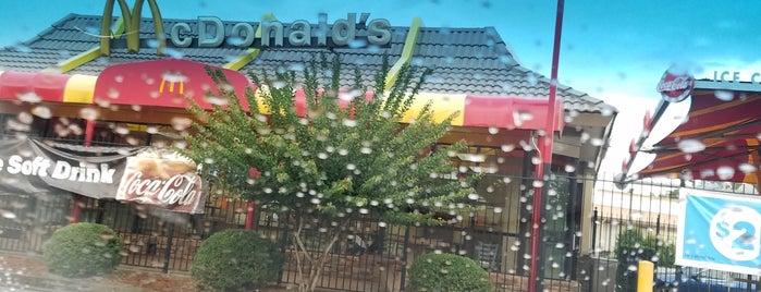 McDonald's is one of Orte, die Harvey gefallen.