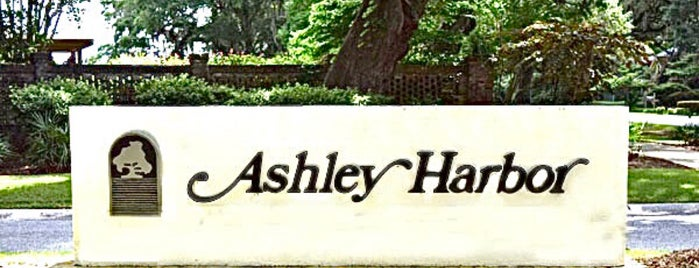Ashley Harbor is one of Lieux qui ont plu à West.