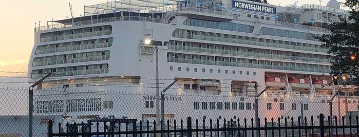 Norwegian Cruise Line Port is one of barbee 님이 좋아한 장소.