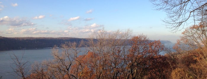 Fort Tryon Park is one of New York //.