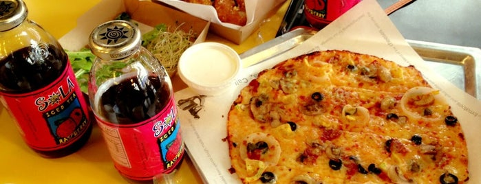 Yellow Cab Pizza Co. is one of Locais curtidos por Anne.