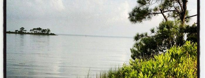 Jolee Island is one of Destin.