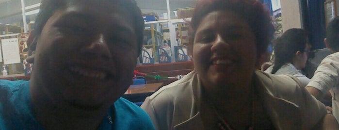 Prepa Reyes Heroles is one of Locais curtidos por Tazy.