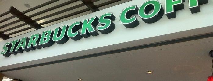 Starbucks is one of Tempat yang Disukai Joelle.