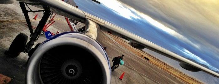 Aeropuerto Internacional de Chihuahua (CUU) - Gral. Roberto Fierro Villalobos is one of Lugares favoritos de R.