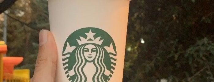 Starbucks is one of Tempat yang Disukai Altay.