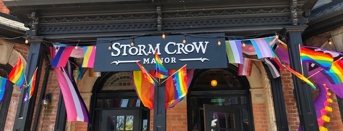 Storm Crow Manor is one of Orte, die Adam gefallen.