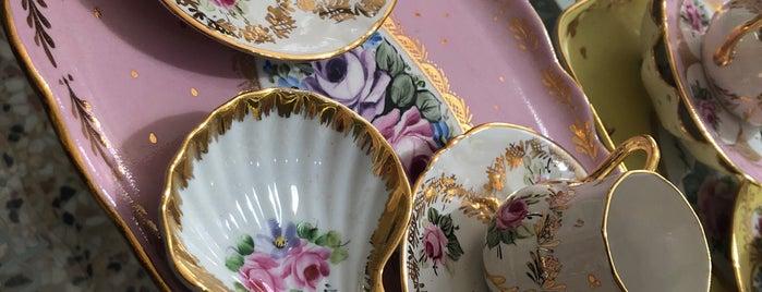 Porselen butik is one of Locais curtidos por Halil.