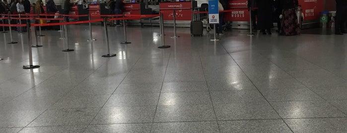 Dış Hatlar Gidiş Terminali is one of Check-in liste - 2.