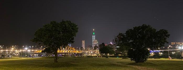 彩虹河濱公園 is one of Taipei.