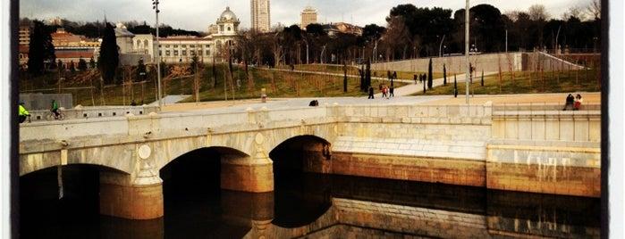 Puente de Praga is one of Madrid Río: Puentes, pasarelas y presas.
