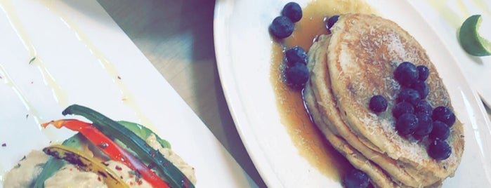 MOAK Pancakes West is one of Najlaさんのお気に入りスポット.
