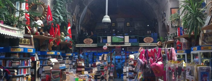 Kıvılcım Kitabevi is one of สถานที่ที่ MLTMSLMZ ถูกใจ.
