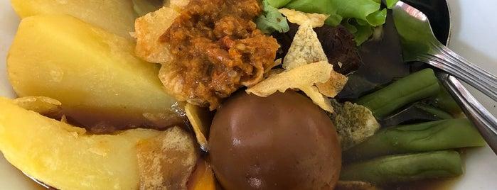 Bakso Rusuk Salad Solo is one of Lugares favoritos de Riffa Hadiya.