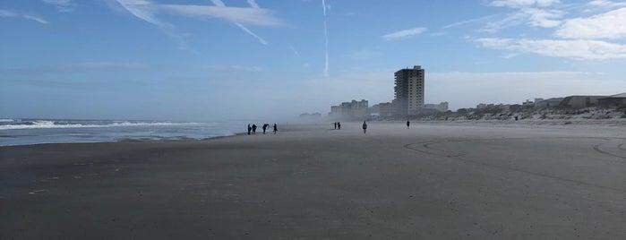 Neptune Beach is one of Locais curtidos por Lynn.
