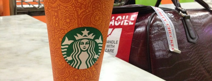 Starbucks is one of Lugares favoritos de Arie.