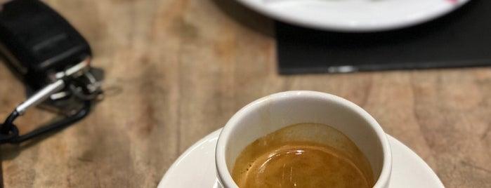Lamiz Coffee is one of Lugares favoritos de Dmitry.