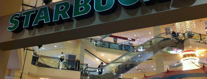 Starbucks is one of Lugares favoritos de Serpil.