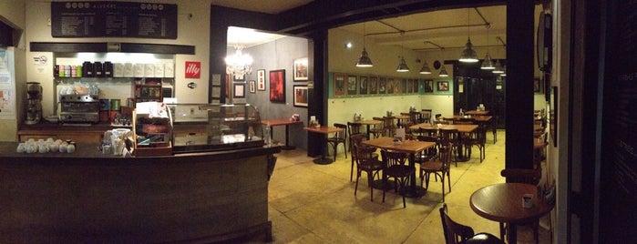 Alverre Café & Bistró is one of Café / Té / Repostería.