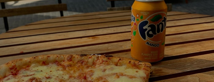 Pizza Nation is one of Kristina 님이 좋아한 장소.