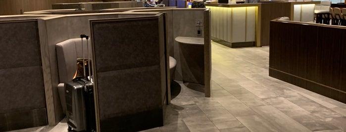 Plaza Premium Lounge is one of Orte, die Farouq gefallen.