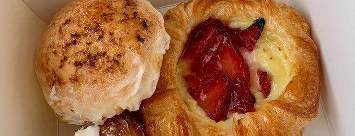 Le Paris Artisan & Gourmet Cafe is one of Locais curtidos por Eric.