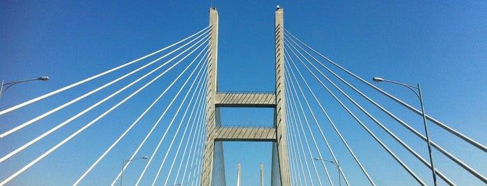 Seohae Bridge is one of สถานที่ที่ Zinan ถูกใจ.