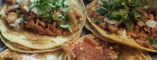 Tacos Momis is one of Lugares favoritos de Tazy.