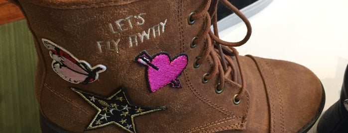 Runnin' Wild Kids Shoes is one of NY shops.