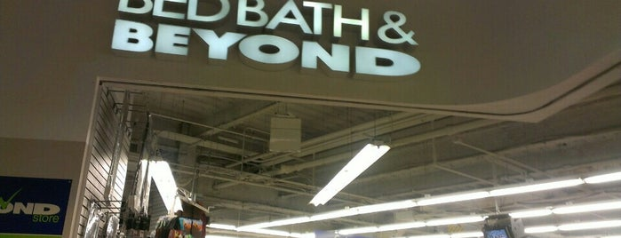 Bed Bath & Beyond is one of Tempat yang Disukai Alberto J S.