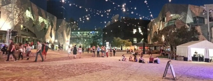 Federation Square is one of Lugares favoritos de Katie.