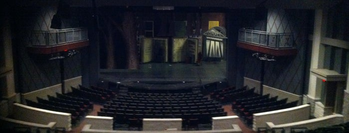 Ohrstrom-Bryant Theatre is one of Lugares favoritos de Ashley.