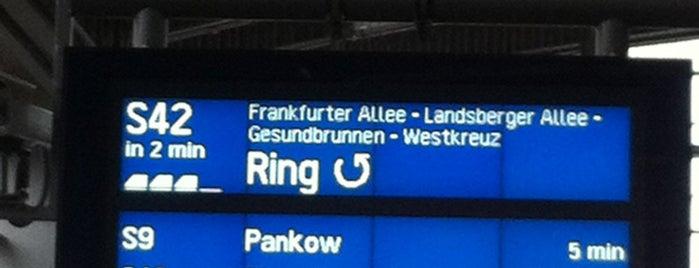 Gleis 11/12 (S-Bahn) is one of Orte, die Lucas gefallen.