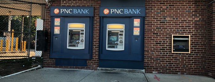 PNC Bank is one of สถานที่ที่ Andrea ถูกใจ.