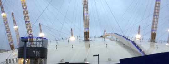 The O2 Arena is one of Londres / London.