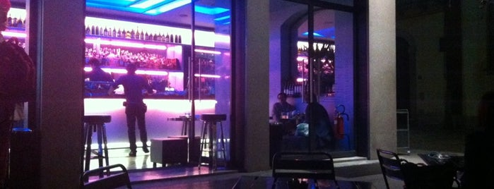 Café Marc Jacobs is one of Milan by night.