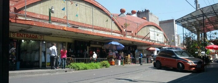 Mercado Lagunilla Ropa y Telas is one of CDMX.