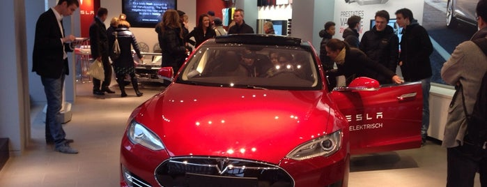Tesla Showroom is one of Lugares favoritos de Stanislav.