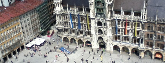 Marienplatz is one of Munique.