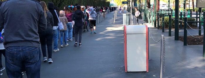 Mickey And Friends Security Checkpoint is one of Marisa'nın Beğendiği Mekanlar.