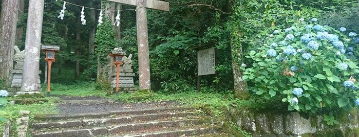 二岡神社 is one of ロケ場所など.