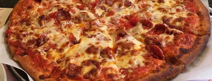 Reinos Pizza is one of สถานที่ที่ Anne ถูกใจ.