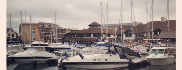 Port Solent Marina is one of Lugares favoritos de Darrell.