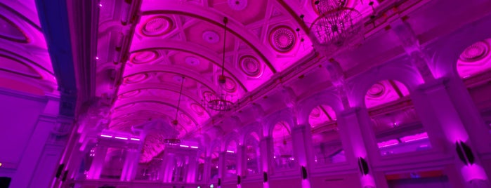 Grand Connaught Rooms is one of Orte, die Emily gefallen.