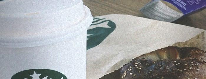 Starbucks is one of สถานที่ที่ Samet ถูกใจ.