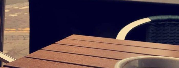 Coffee Break is one of Lugares favoritos de Chris.
