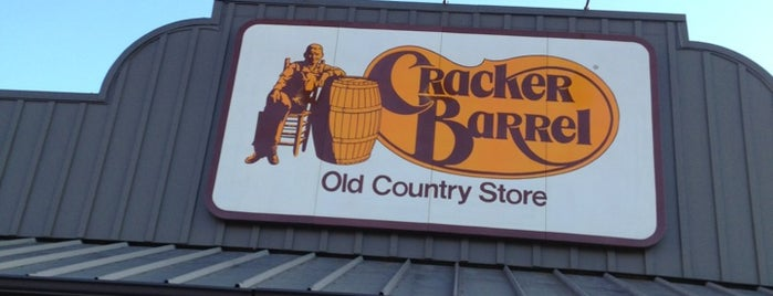Cracker Barrel Old Country Store is one of Lugares favoritos de Sarah.
